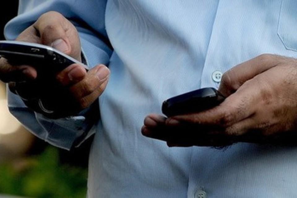 Всички индийски мобилни телефони скоро ще са с паник бутон