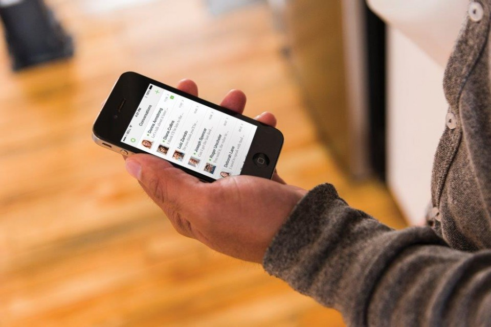 Молекулите по повърхността на мобилния телефон разкриват тайни на притежателя му