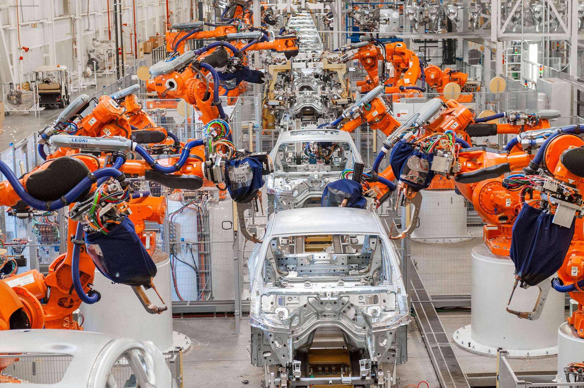 Mercedes се отказва от използването на роботи в производството на автомобили - Новини за компютри, смартфони, технологии и наука