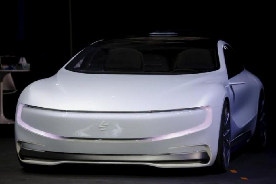 Китайска компания представи автономна електрическа кола
