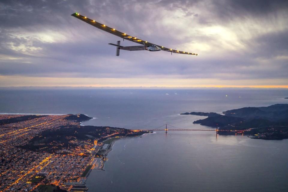 Соларният самолет Solar Impulse 2 приключи околосветското си пътешествие