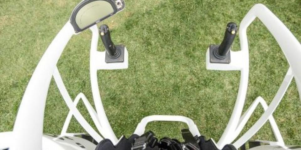 Представих първата серийна летяща количка за голф