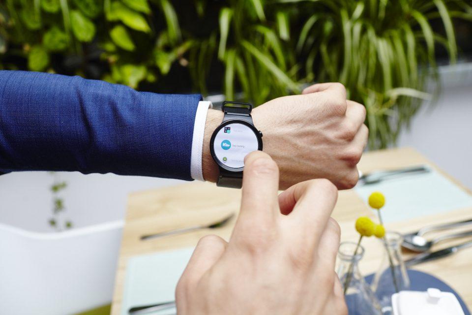Смартфон и смартчасовник – страхотна комбинация за всяка ситуация