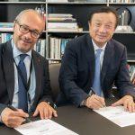max-berek-innovation-lab_-signing_ren-zhengfei_dr-kaufmann