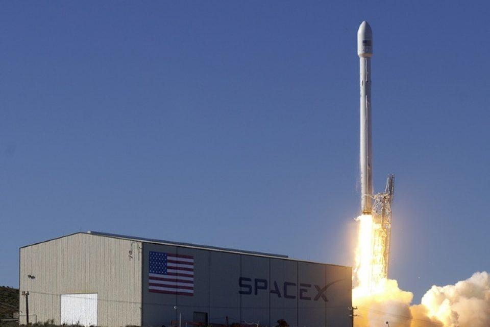 SpaceX изпрати първата си цивилна мисия в космоса