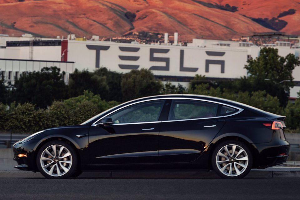 Tesla уволни стотици служители за една седмица