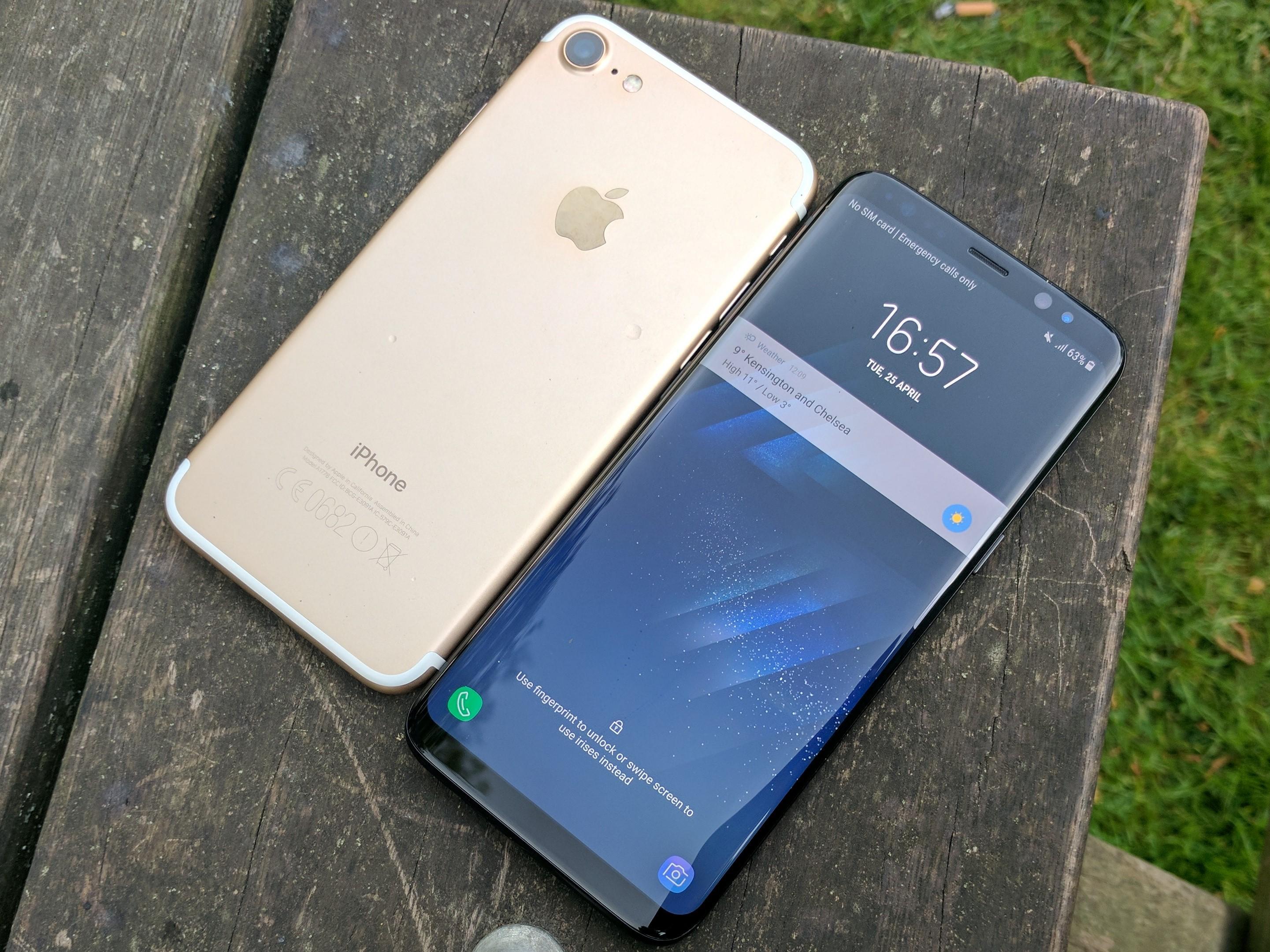 3942f7141de iPhone или Samsung? Кой е най-купувания смартфон през първата ...