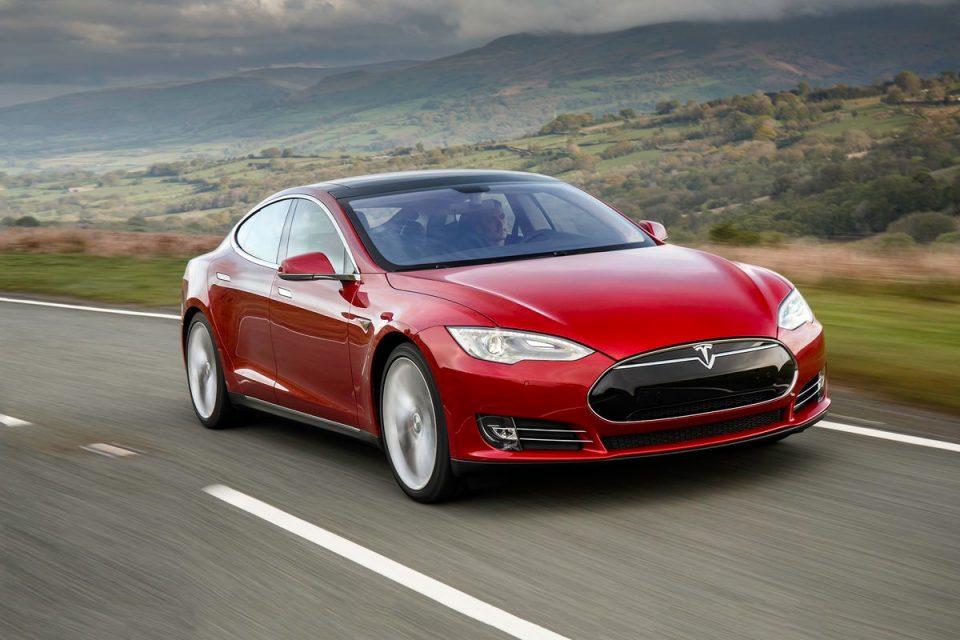 Последният ъпдейт на Autopilot на Tesla се оказва по-рисков от очакваното