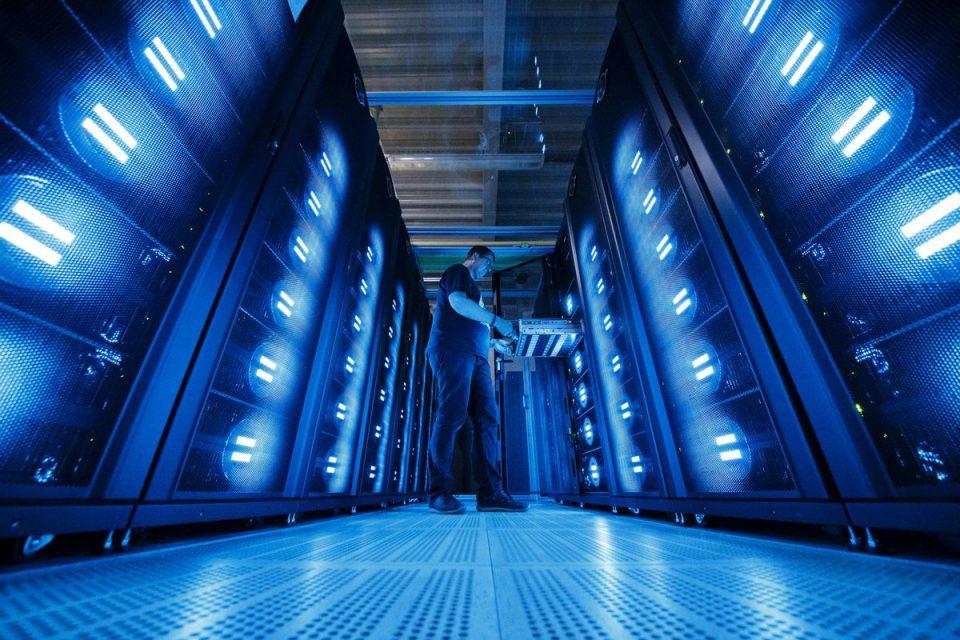 Великобритания ще инвестира 1,6 млрд. долара в суперкомпютър