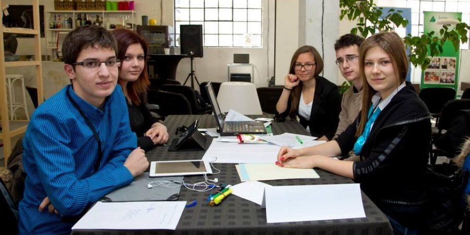 Младежи ще търсят решение на проблема с функционалната неграмотност в Telelink Learning Camp
