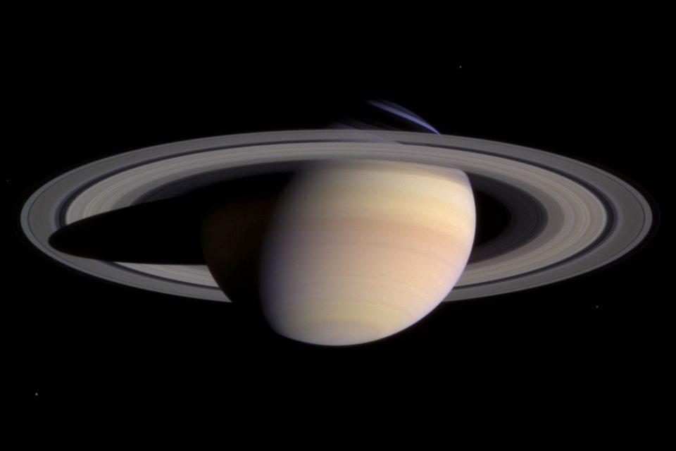 Астрономите откриха още 20 луни около Сатурн