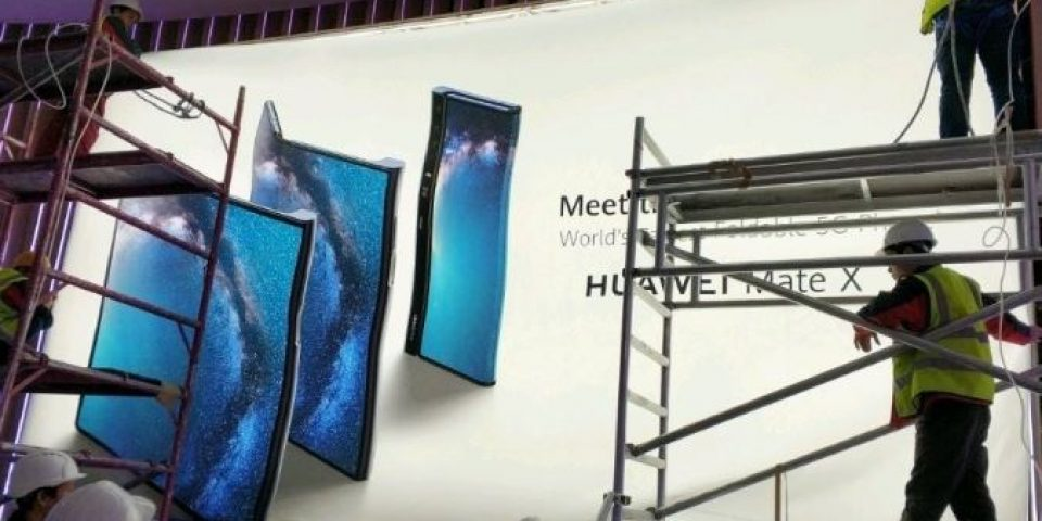 Изтече снимка на сгъваемия смартфон на Huawei – Mate X