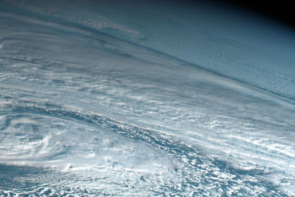 NASA: Метеорит се е взривил над Земята със силата на десет атомни бомби