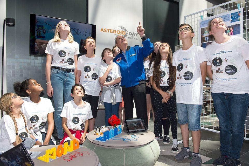 Едномесечно предаване ще излъчи разговори за космоса и астероидите