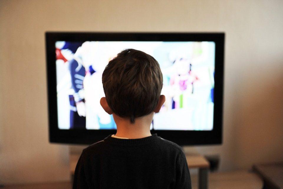 Учени: Който гледа глупости по телевизията, гласува за популисти