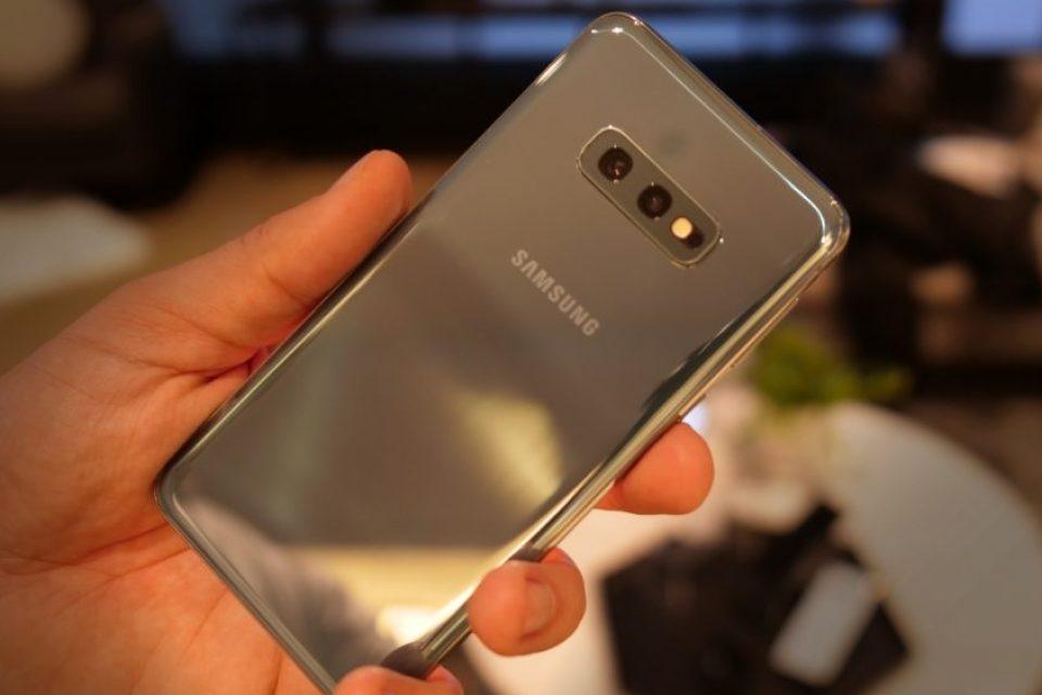 Samsung работи върху достъпна версия на Galaxy S10