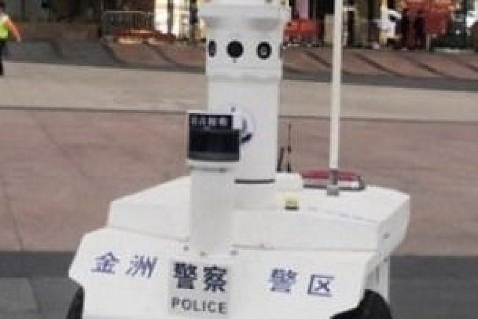 Робот помага в борбата с новия коронавирус