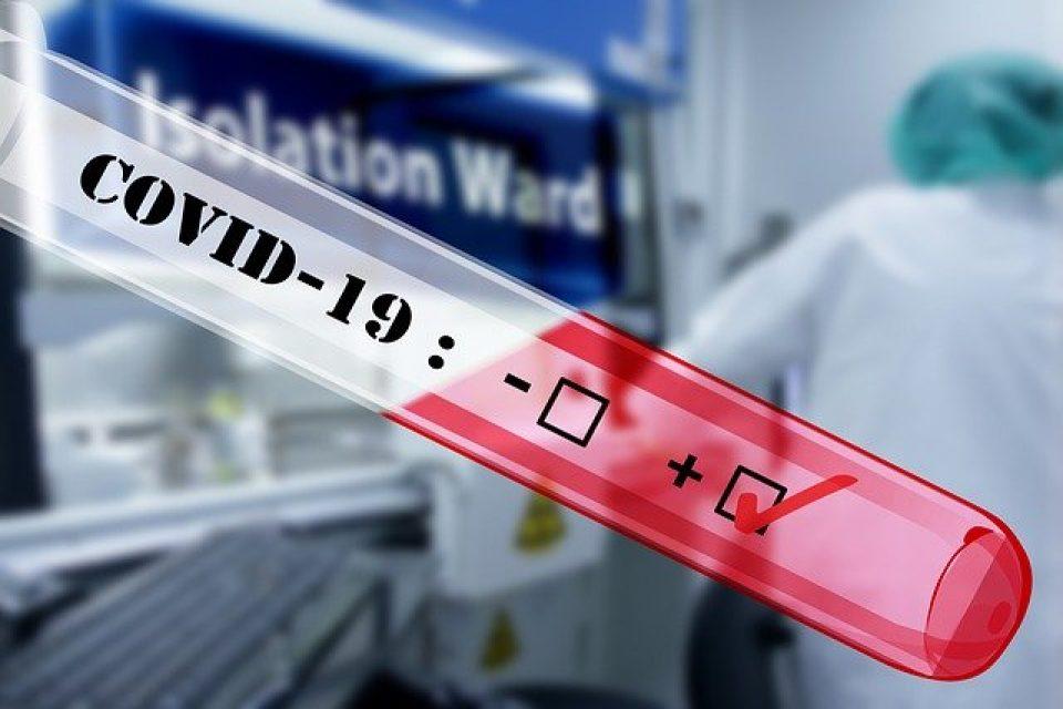 Учени: Коронавирусът става все по-заразен