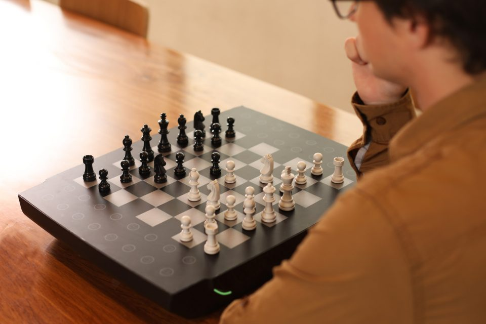 Роботизираната шахматна дъска Square Off вече има функция за видеообаждане