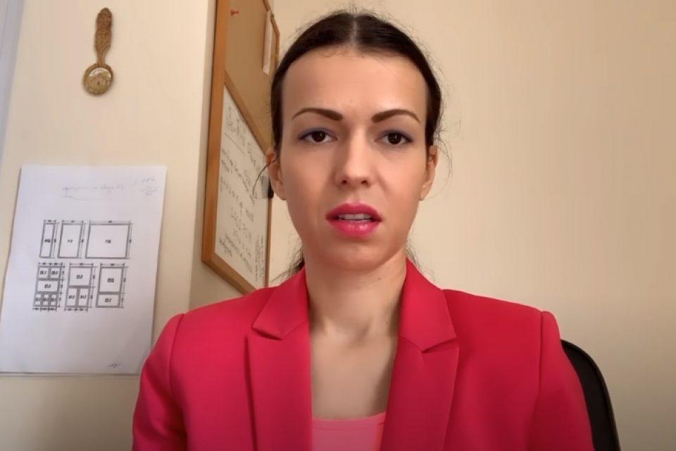 Мис Тигрова ни съветва какъв компютър да си купим в нов клип (видео)
