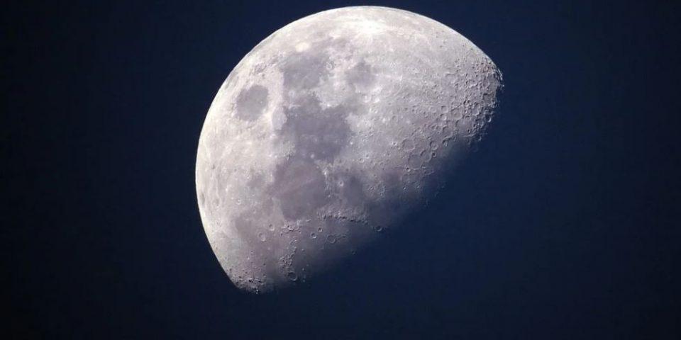 Следващи мисии ще пренасят човешки останки до Луната