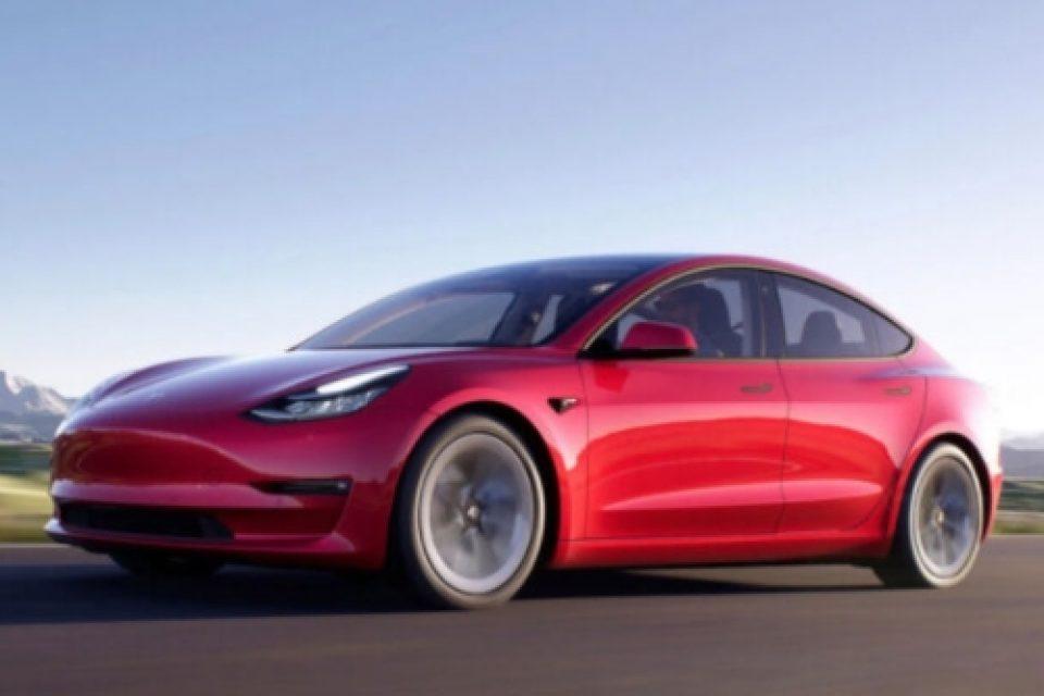 Tesla спира най-евтиния си автомобил