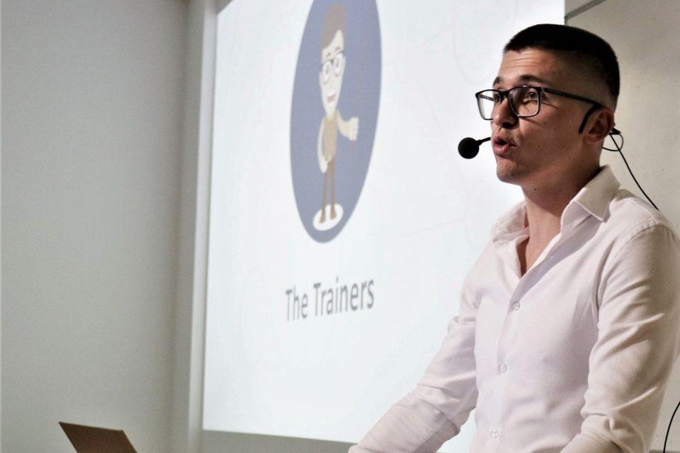 Иновативната платформа TeachMe обучава безплатно учителите да преподават ефективно онлайн