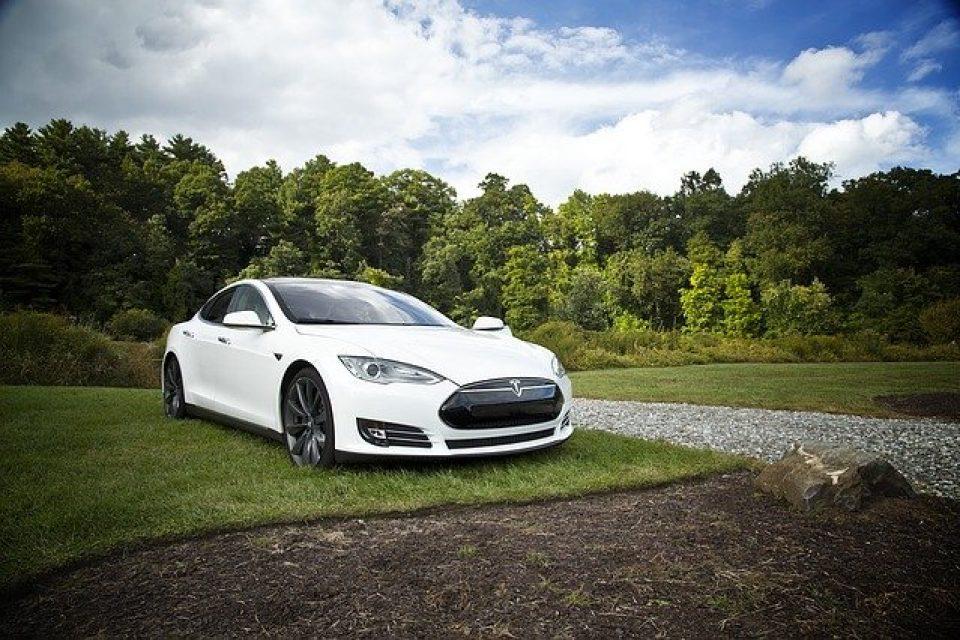 Tesla е продала близо половин милион електромобила през 2020 година