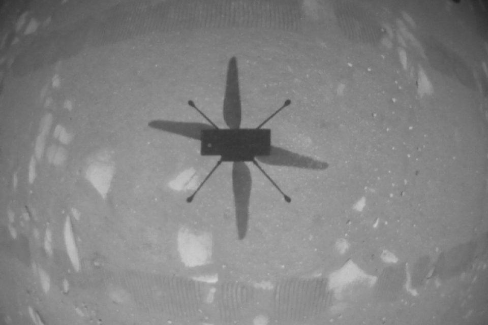"""Хеликоптерът """"Инджинюъти"""" извърши исторически полет на Марс"""
