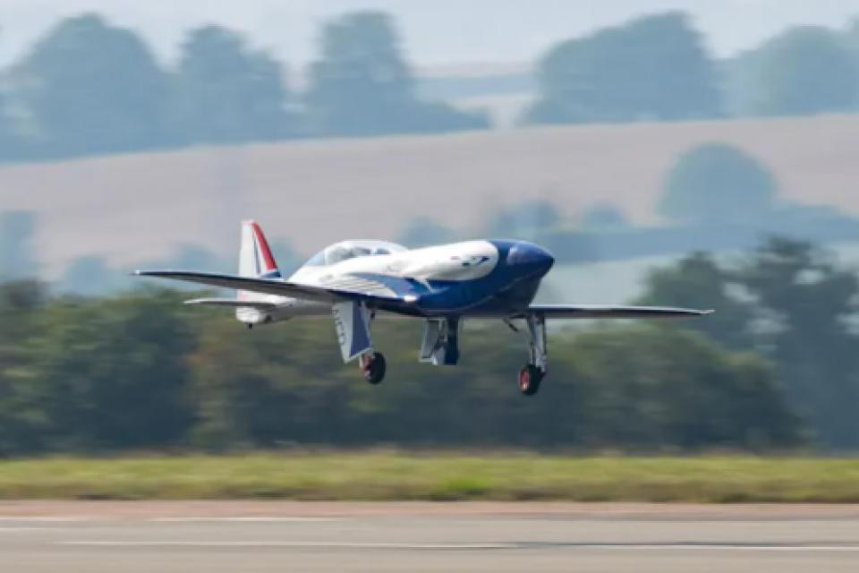 Eлектрическият самолет на Rolls Royce осъществи първия си полет (Видео)
